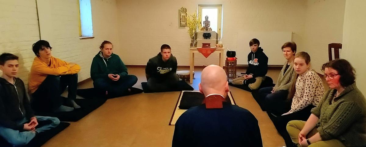 Bezoek van de jongeren van de parochie van Buizingen